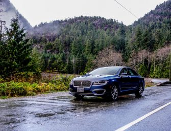 Comparing The Lincoln MKZ Reserve 3.0L and Hybrid in Tofino