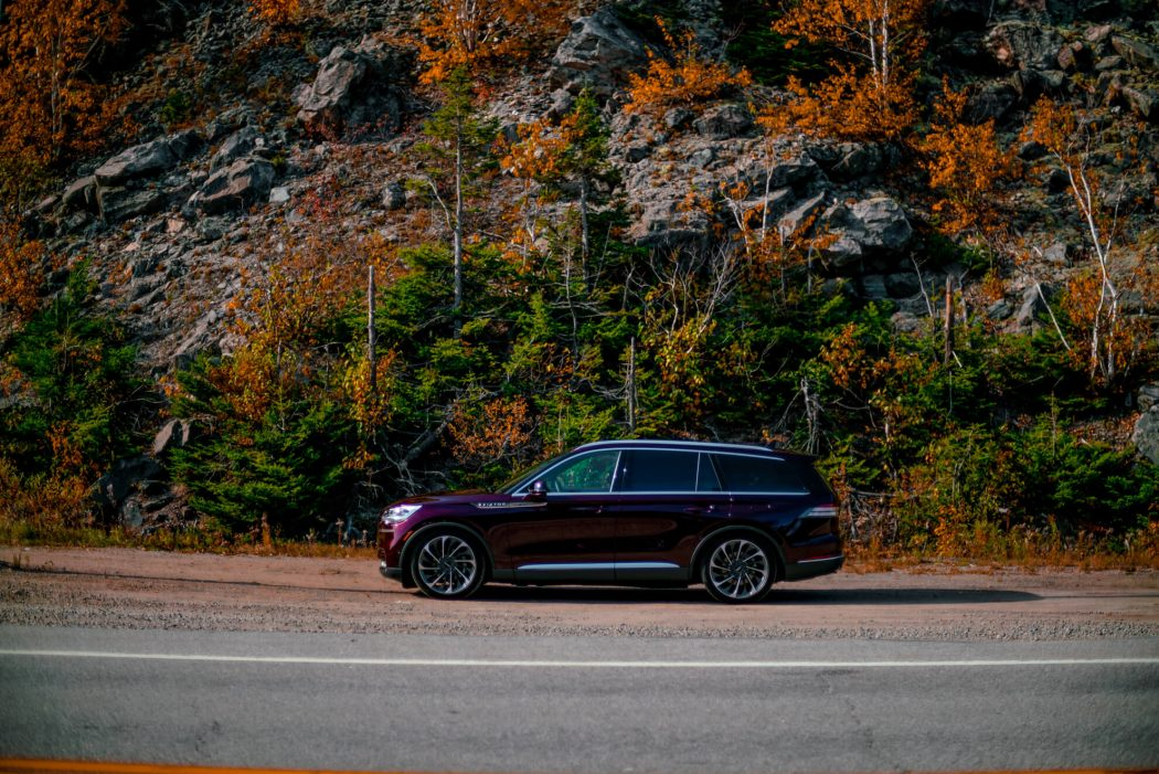 Side-2020-Lincoln-Aviator